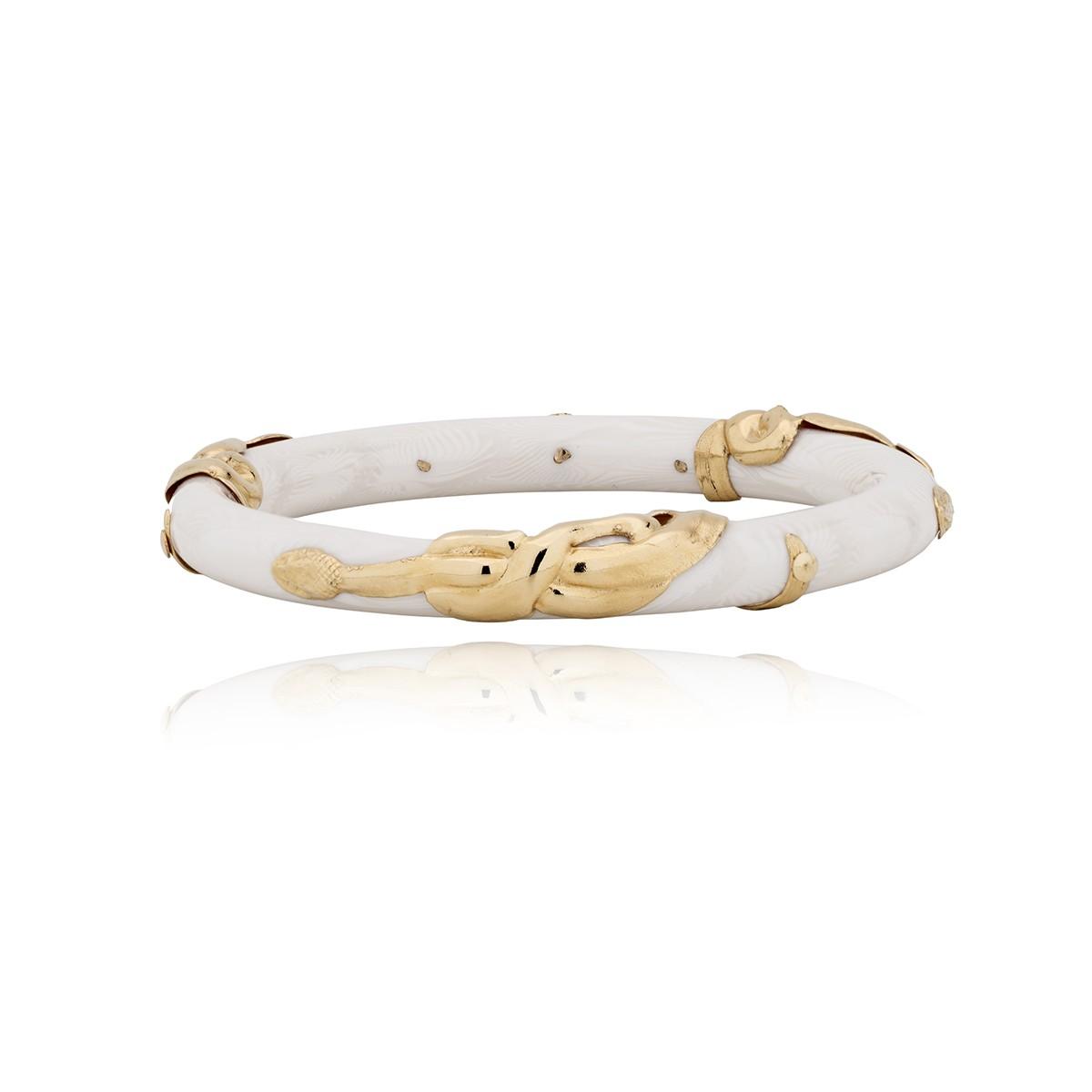 Pulsera de acetato pulida a mano y adornada con una serpiente chapada en oro de 24k. Diametro 6,2cm.