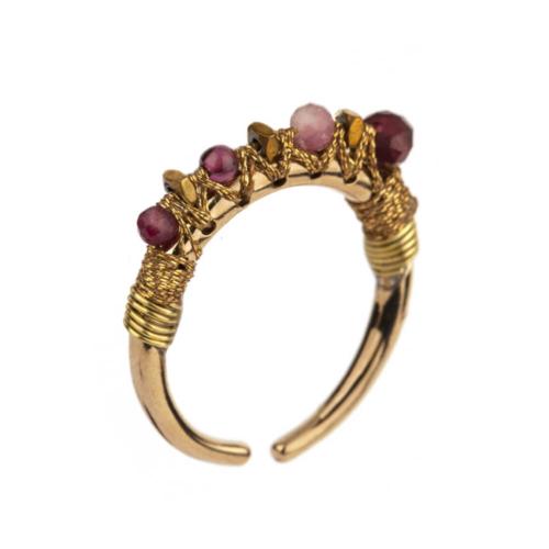 Anillo ajustable y fino cosido en seda con piedras semipreciosas (Granate, Jade fucsia, Turmalina rosa). Metal bañado en oro 14k.