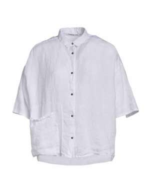 Camisa blanca de lino en manga corta.