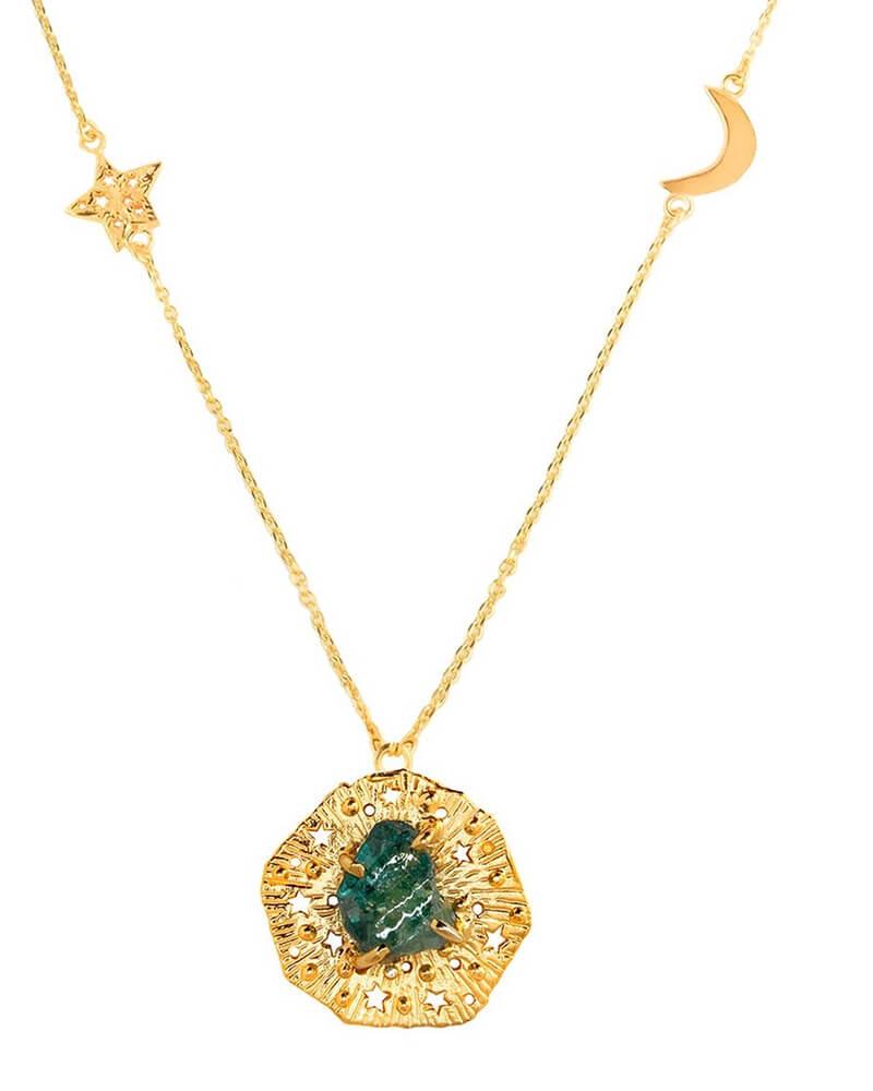 Gargantilla larga con piedra sin pulir (aquamarina) y estrella y luna en la cadena. Plata chapado en oro. 70 cm.