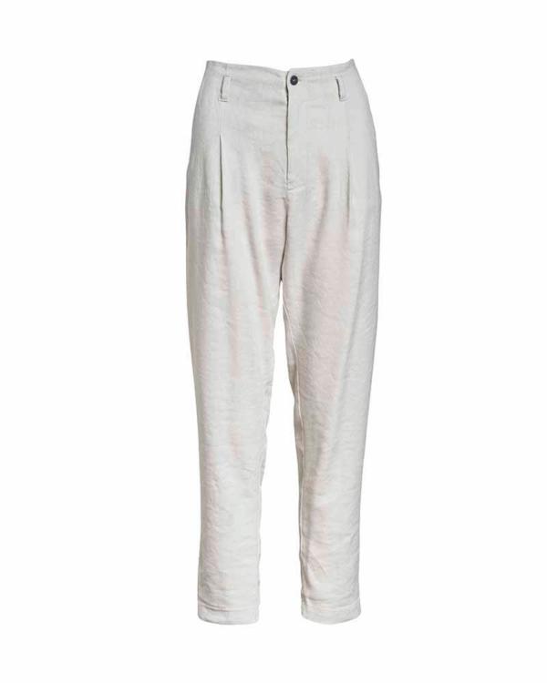 Pantalón de pinzas, color crudo.