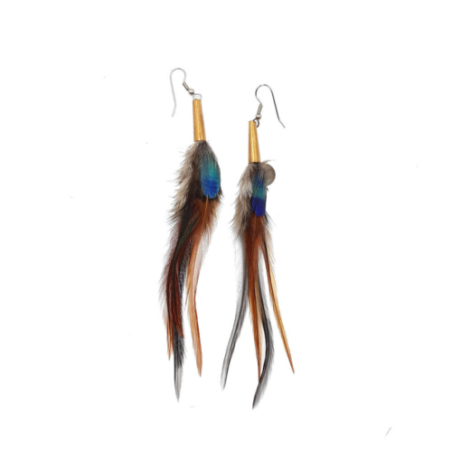 Pendientes largos hechos de plumas de faisanes. Los conos hechos de cobre, los ganchos para pendientes son de acero quirúrgico hipoalergénico.