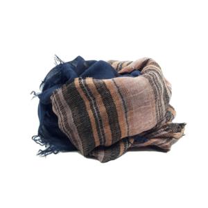 Fular de rayas rosas y franja morada. 75% modal, 7% lana y 13% acrilico, 5% elastan.