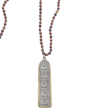 Collar corto de piedra de agata en color terracota de 4mm, con un amuleto alargado de Buda en estaño. Longitud: 70 cm