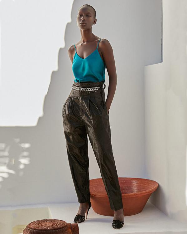 pantalón negro efecto metálico