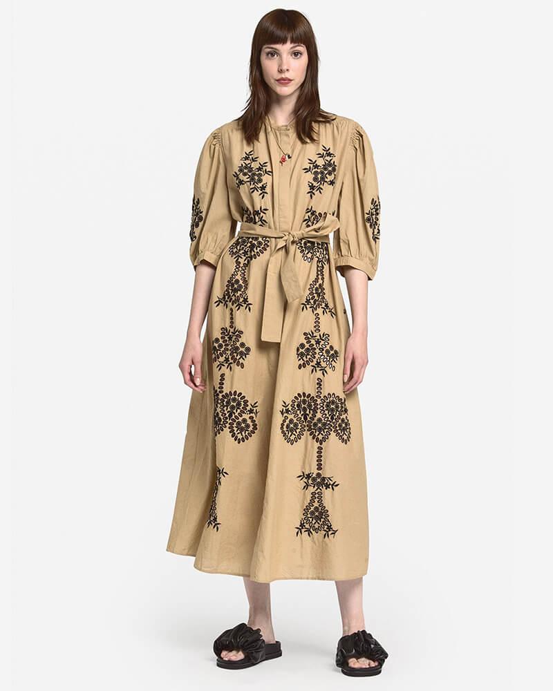 vestido largo con bordados